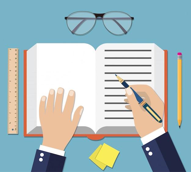 Pisanie ręczne na otwartej książce