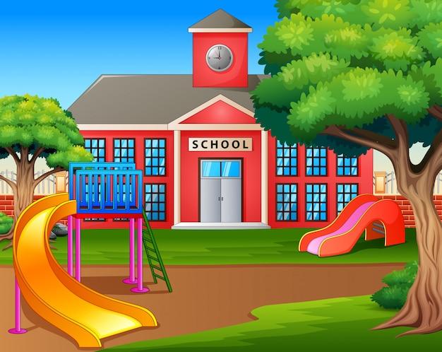 Plac zabaw dla dzieci przed podwórkiem szkolnym