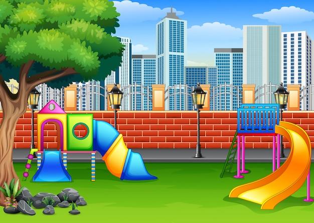 Plac zabaw w parku miejskim