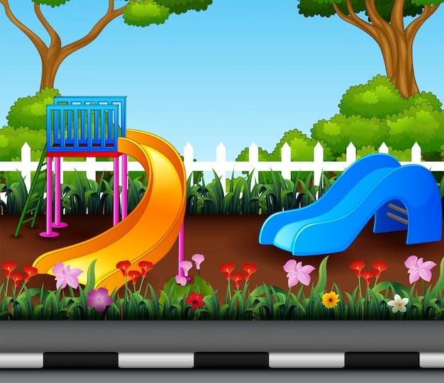 Plac zabaw w pięknym parku miejskim