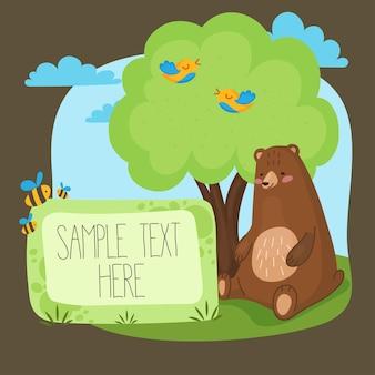 Plakat dla dzieci z uroczym kreskówkowym niedźwiedziem brunatnym siedzącym pod drzewem z ptakami i pszczołami