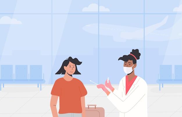 Plakat dotyczący testów pcr na lotnisku. podróżowanie z certyfikatem zdolności do lotu. test covid przed wyjazdem lub w dniu przyjazdu. afrykańska lekarka nosi maskę na twarz i pobiera próbkę wymazu z nosa od podróżnika.