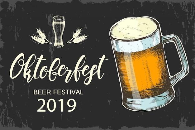 Plakat oktoberfest. ręcznie wykonany napis. szkic, ręcznie rysowane piwo. festiwal piwa. baner, ulotka, broszura, sieć. reklama.