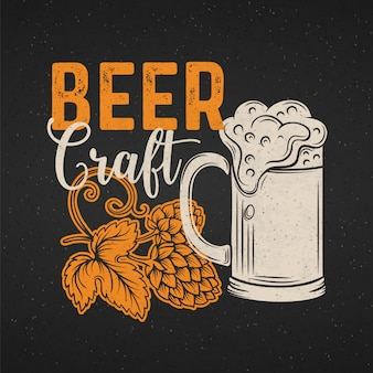 Plakat piwa rzemieślniczego. wygląd menu alkoholu w stylu retro. szablon pubu z kuflem piwa, chmielem i napisem.