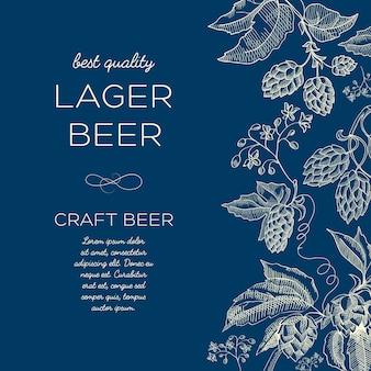 Plakat szkic streszczenie botanicznego piwa z tekstem i ziołowymi gałęziami chmielu na niebiesko