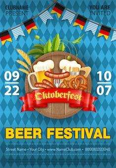 Plakat z okazji festiwalu piwa oktoberfest z beczką, szklanką piwa jasnego, jęczmienia, chmielu, precli, kiełbasek i wstążki.