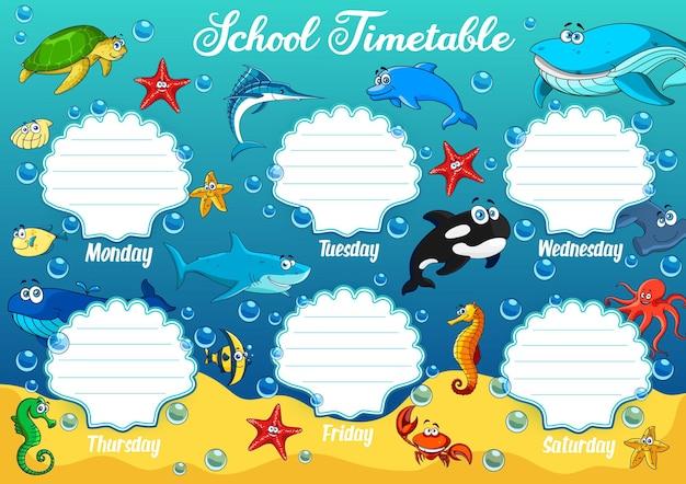 Plan lekcji z podwodnymi zwierzętami z kreskówek. program edukacyjny z zabawnym żółwiem, rozgwiazdą i rekinem, konikiem morskim, wielorybem i ośmiornicą. szablon tabeli czasu w tygodniu z delfinem oceanicznym lub marlinem