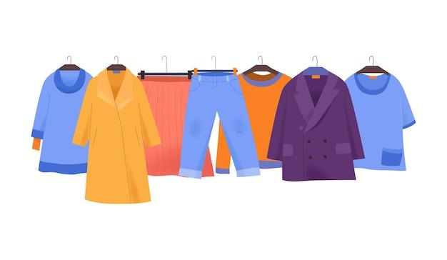 Płaska ilustracja sklepu odzieżowego z kolorowym płaszczem kurtka spódnica spodnie tshirt dla kobiet na wieszakach