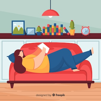Płaska kobieta czyta na kanapie