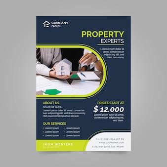 Płaska konstrukcja plakatu nieruchomości ze zdjęciem