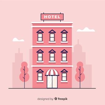 Płaski budynek hotelowy w mieście