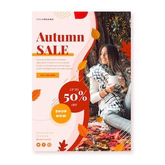 Płaski jesienny szablon plakatu pionowej sprzedaży ze zdjęciem