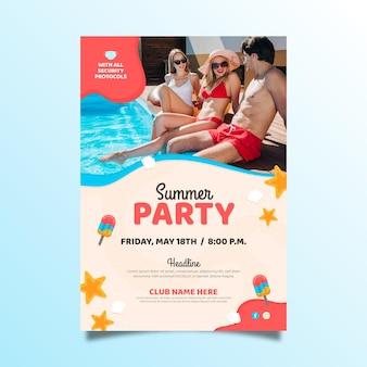 Płaski pionowy letni szablon plakatu ze zdjęciem