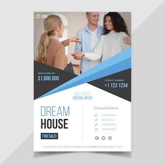 Płaski szablon plakatu nieruchomości ze zdjęciem