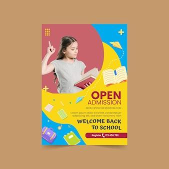 Płaski szablon plakatu pionowego z powrotem do szkoły ze zdjęciem