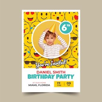 Płaski szablon zaproszenia urodzinowego emoji ze zdjęciem