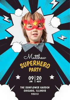 Płaski szablon zaproszenia urodzinowego superbohatera ze zdjęciem