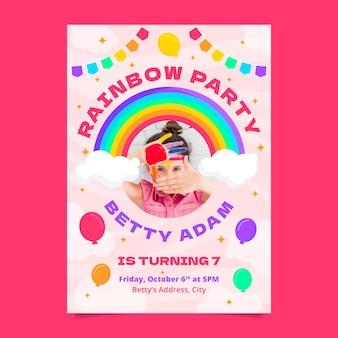 Płaski szablon zaproszenia urodzinowego tęczy ze zdjęciem