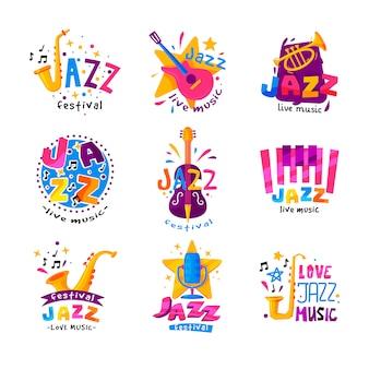 Płaski zestaw abstrakcyjnych logo na festiwal jazzowy. jasne kreatywne emblematy z instrumentami muzycznymi i kolorowy tekst