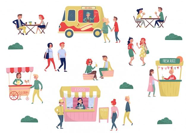 Płaski zestaw młodych ludzi i ulicy fast food. przerwa na kawę i czas na lunch. wózek z lodami, ciężarówka z hot-dogami, stragan ze świeżym sokiem