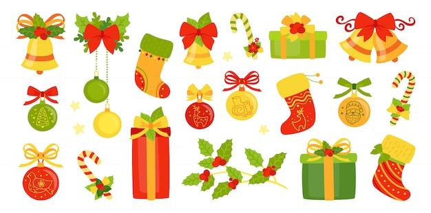 Płaski zestaw świąt bożego narodzenia i nowego roku. zimowe wakacje kreskówka projekt. wstążka ostrokrzewu, prezent w postaci dzwonków, świeca lizak, jemioła. obchody nowego roku obiektów kolekcji pozdrowienia. ilustracja na białym tle