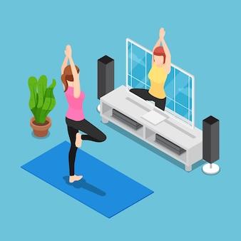 Płaskie 3d izometryczny kobieta szkolenia jogi przez śledzić trenera w telewizji. nowa koncepcja normalnego życia.