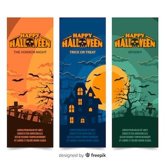 Płaskie banery halloween z panoramicznym widokiem nawiedzonego domu