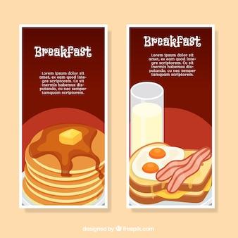 Płaskie transparenty z dwóch różnych śniadania