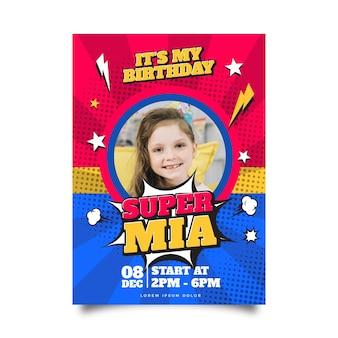 Płaskie Zaproszenie Urodzinowe Superbohatera Ze Zdjęciem Premium Wektorów