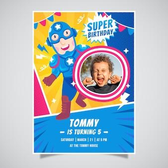 Płaskie zaproszenie urodzinowe superbohatera ze zdjęciem