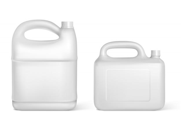Plastikowe kanistry, białe kanistry na białym tle butelki