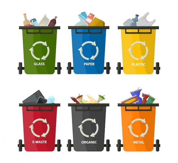 Plastikowe pojemniki z zestawem śmieci