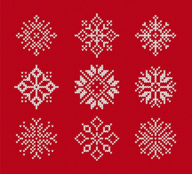 Płatki śniegu na dzianym wzorze. zestaw symboli zima boże narodzenie