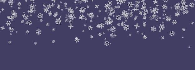 Płatki śniegu spadają z nieba