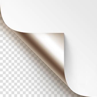 Platynowy zwinięty narożnik folii błyszczący biały papier z makiety cienia bliska na białym tle na przezroczystym tle
