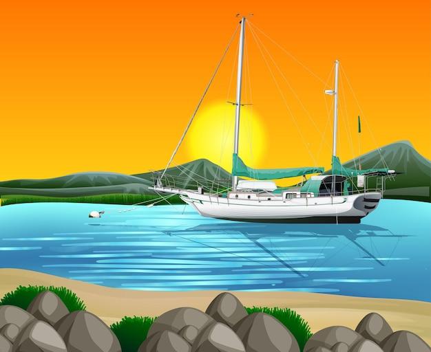 Plaża o zachodzie słońca scena ze statkiem na morzu