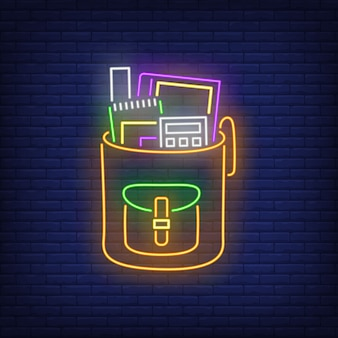 Plecak z kalkulatorem neon.