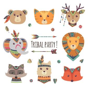 Plemienne głowy zwierząt kreskówka na białym tle. lama, niedźwiedź, słoń, szop pracz, lis, kot etniczne styl ilustracji