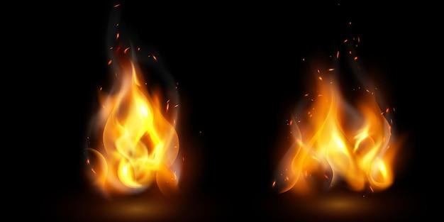 Płomienie ognia płonące czerwone, gorące iskry realistyczne