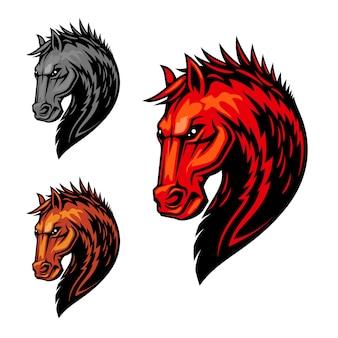 Płonąca głowa konia symbol strasznego ogiera z pomarańczowym futrem i grzywą z wzorem płomieni ognia. zawody w sporcie jeździeckim