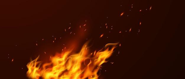 Płonące, gorące iskry realistyczne płomienie ognia