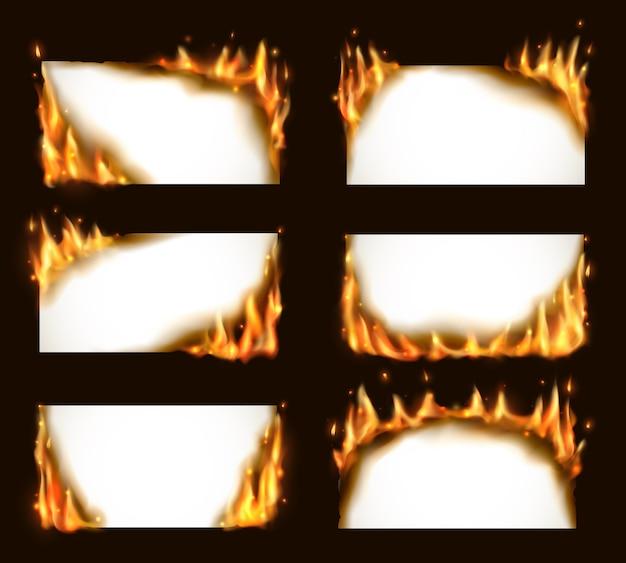 Płonące papierowe banery, puste strony z językami ognia i iskrami. realistyczne płonące ramki, palące się tlące się kartki papieru. biały szablon karty konflagrantu do zestawu reklamowego