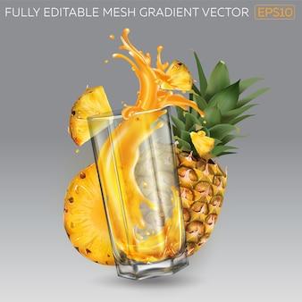Plusk soku owocowego w szklance i ananasa.