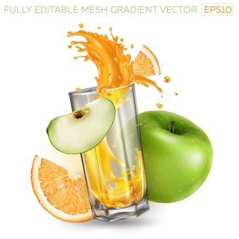 Plusk soku owocowego w szklance, zielone jabłko i pomarańcza.