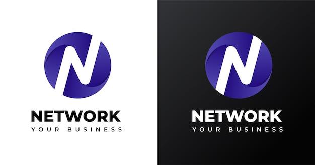 Początkowy projekt litery n logo w kształcie koła