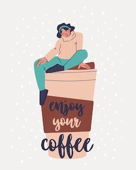 Pocztówka z tekstem ciesz się kawą śliczna młoda kobieta w swetrze siedzi na gigantycznej filiżance kawy
