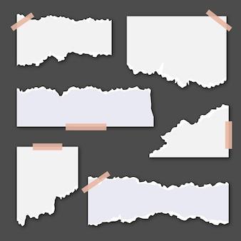 Podarte białe papiery z taśmą na ciemnym tle