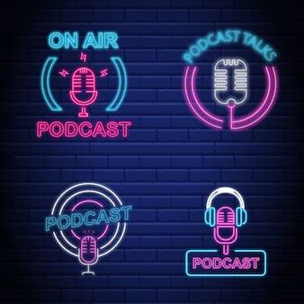 Podcast i ikona mikrofonu zestaw efektów neonów