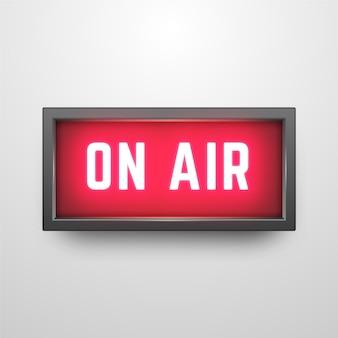 Podcast na antenie z realistycznym znakiem