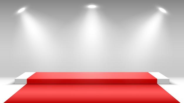 Podium z czerwonym dywanem i reflektorem